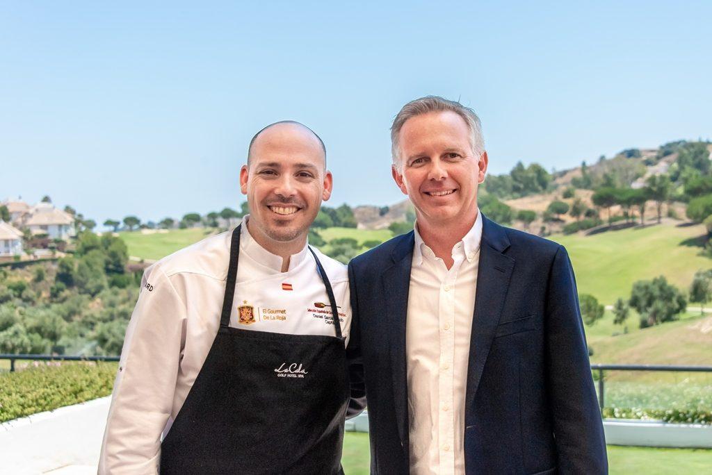 a la izquierda Daniel García Peinado, nuevo executive chef de La Cala Resort y a la derecha el director Sean Corte Real