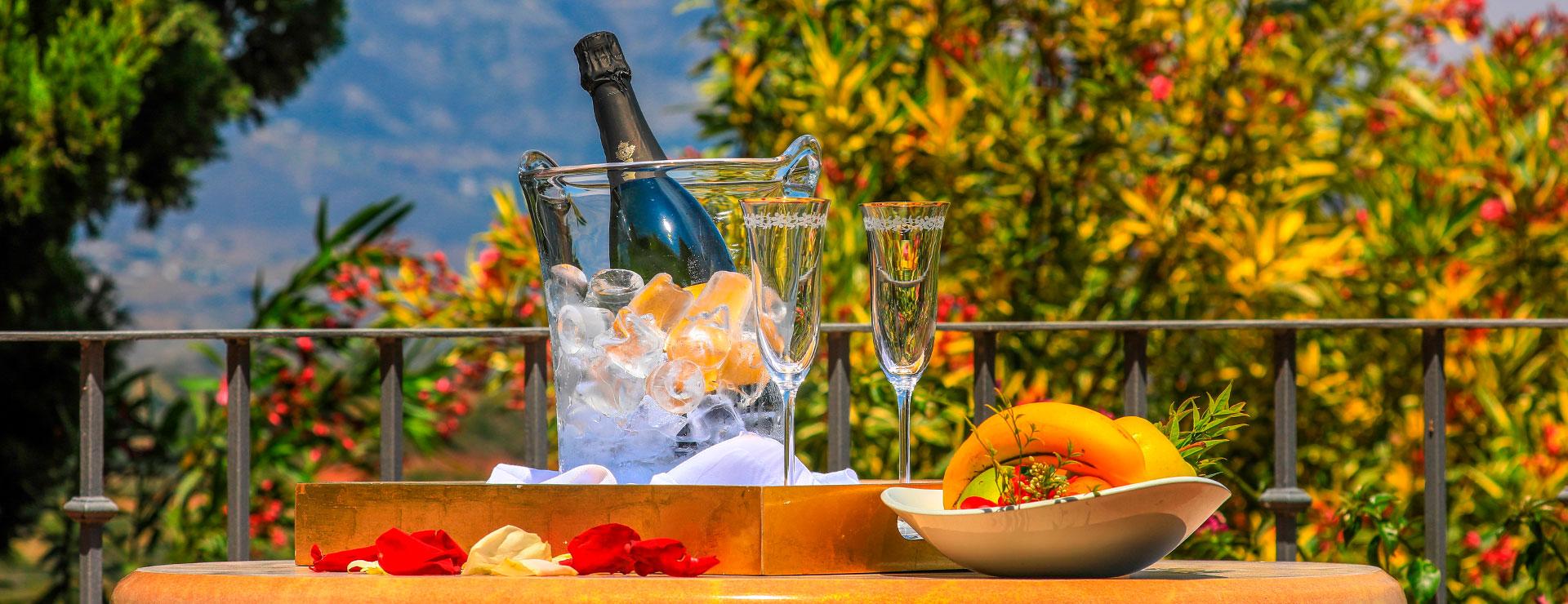 Champagne Hotel - La Cala Resort